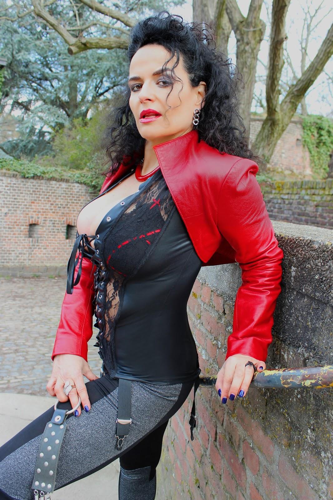 Leder Fetischqueen Lady Alina