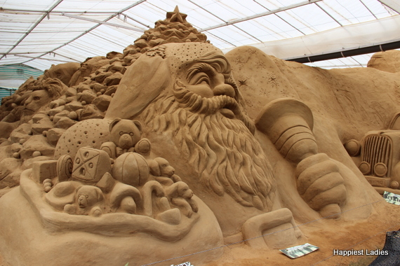 Christmas Tree & Santa Claus sand sculpture