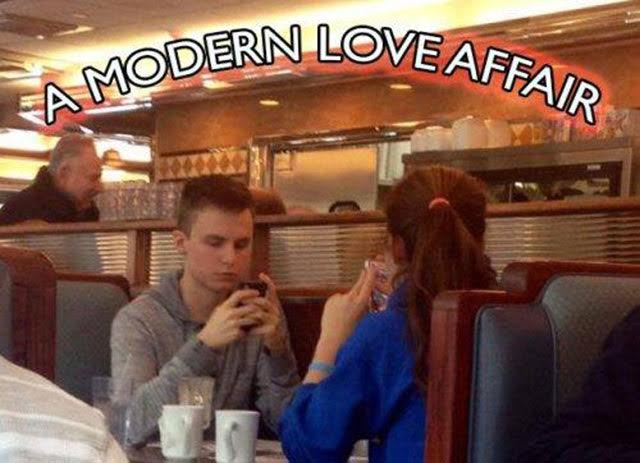 25 Pictures That Prove Technology Is Ruining Society - Is this really love?