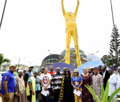 Governor-Ambode-also-honours-Fela-with-a-statue