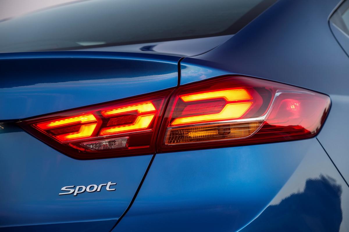 Hyundai Elantra Sport 2017 Hãng xe Hyundai công bố giá xe Hyundai Elantra Sport 2017 den hau hyundai elantra sport 2017