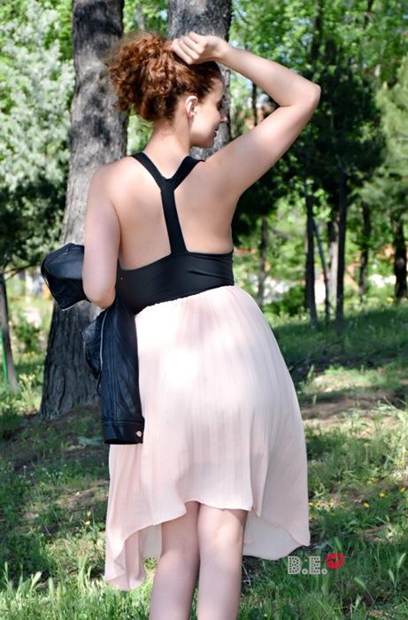 outfit-vestido-rosa-asimetrico-7