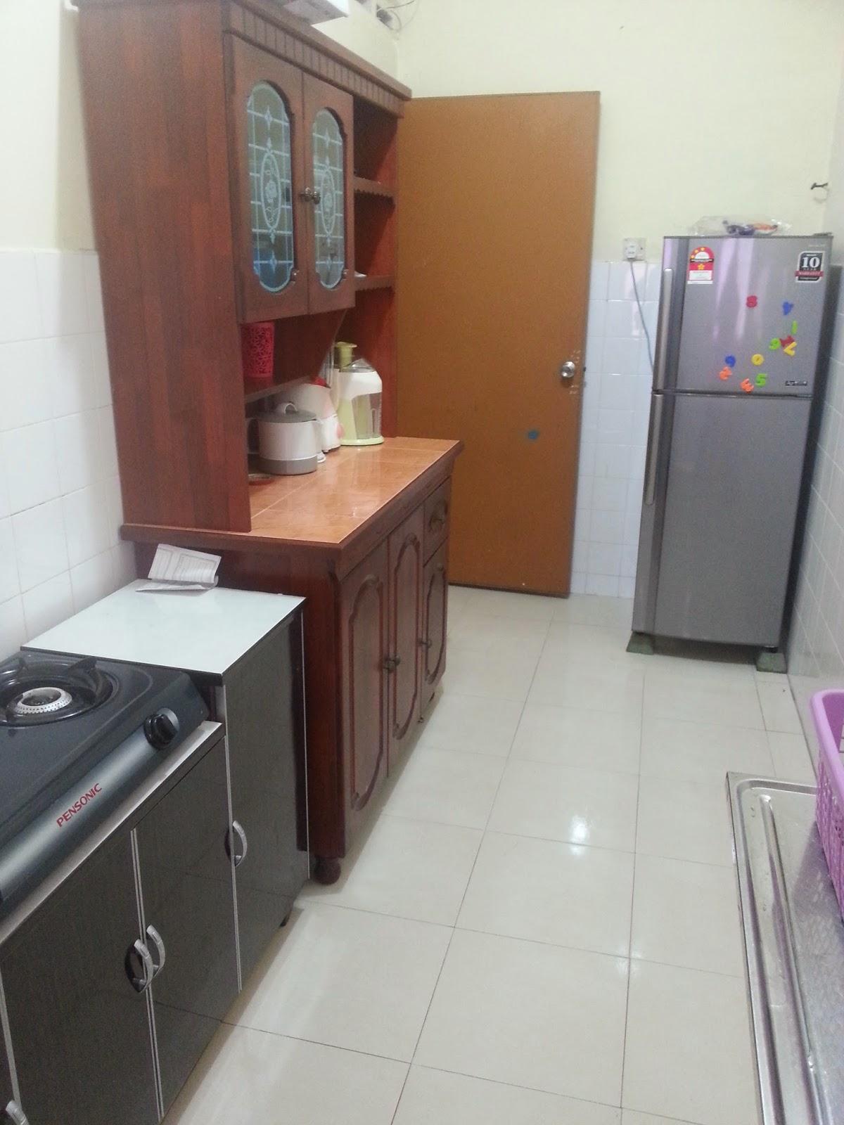 Dapur Kecil Je Muat La Nak Letak Yang Asas Gas Pinggan Mangkuk Semua Dah Ada Periuk Kuali Cerek Tak Da Lagi Haha