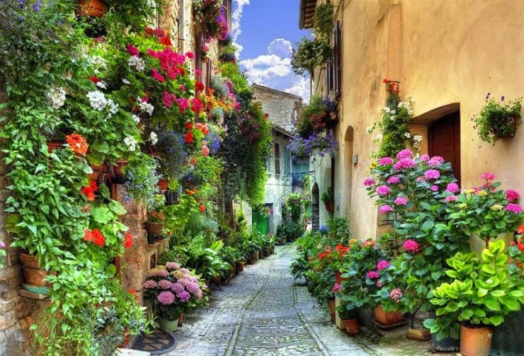 19. Spello, Umbria, Italy - 29 Most Romantic Alleys to Hike