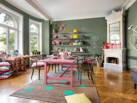 Creative House: Colors & Irony