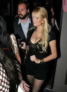 Paris-Hilton-Shows-Ass_0+%7E+SexyCelebs.in+Exclusive.jpg