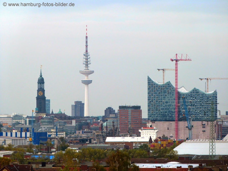 Elbphilharmonie Hamburg mit Blick aus Richtung Wilhelmsburg
