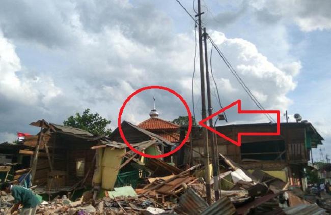 Ternyata masjid dan mushalla Bukit Duri tidak termasuk dalam bangunan yang dirobohkan oleh Pemerintah setempat