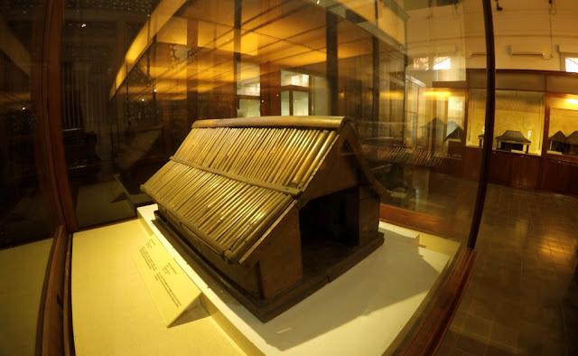 miniatur rumah adat indonesia museum nasional jakarta