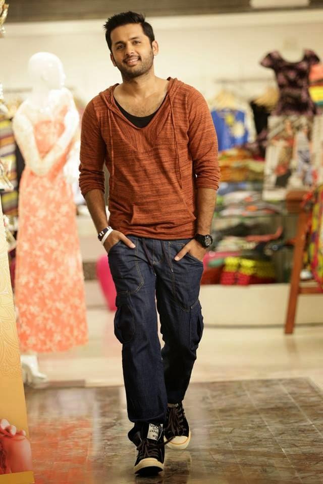Surya Hd Wallpapers For Mobile Nithin Chinnadana Neekosam Movie Images Stills Actor