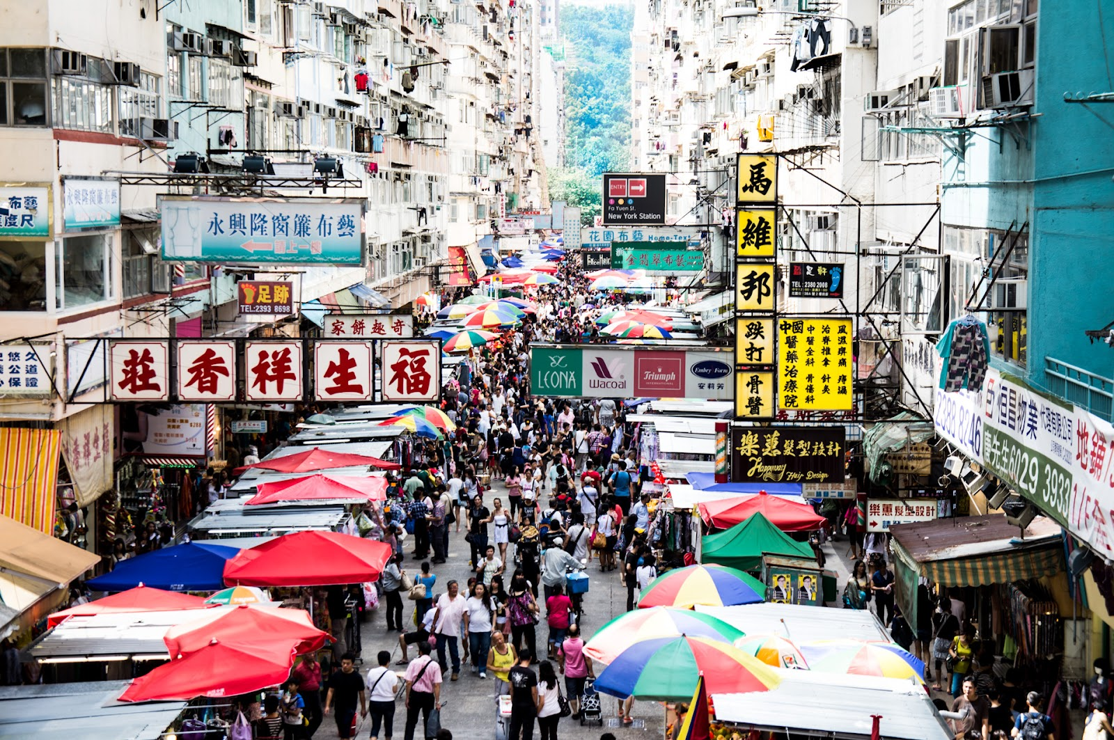 Shopping in Mong Kok. Hong Kong   Innovation in Technology and Business   oneminutemile
