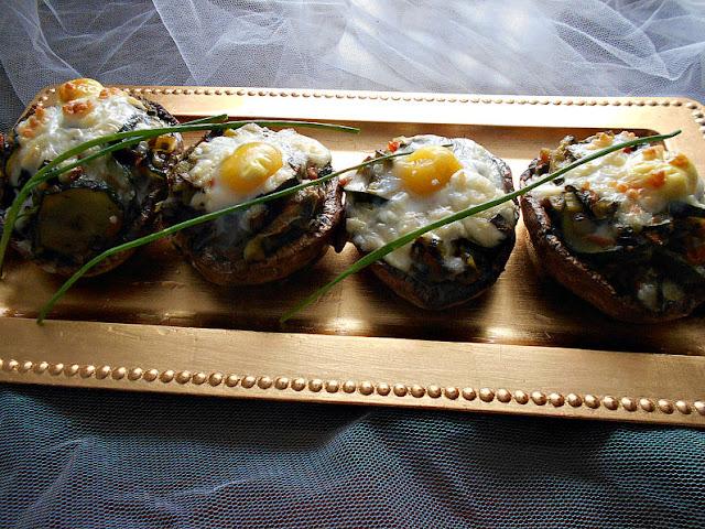 receita cogumelos recheados com legumes e ovo de codorniz