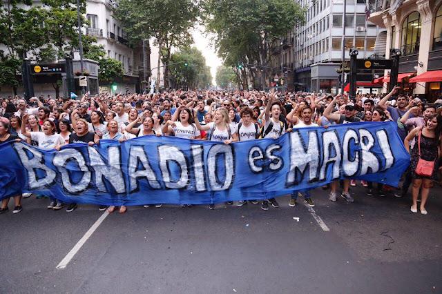 Plaza de Mayo: multitudinaria marcha contra la persecución a opositores