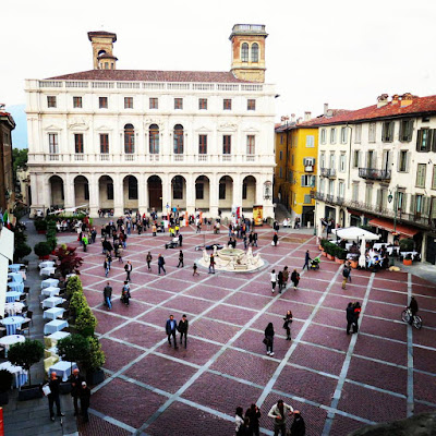 Things to do in Bergamo on a weekend city break - Citta Alta piazza