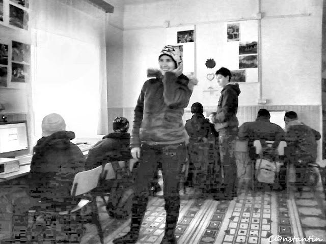 Copii în PAPI (Punct Acces Public la Informaţii) - Costeşti  - Iaşi - blogul - FOTO-IDEEA