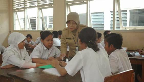 Bukti Ketidakadilan Pemerintah Terhadap Guru Sepertinya Terlihat Dari Pemberian Gaji KE 13 Tahun 2015