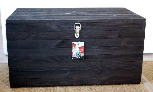 ristomatti ratia, lukollinen herkkukaappi, lukollinen kaappi, kirstu, arkku, puukirstu, puulaatikko, lukollinen puulaatikko