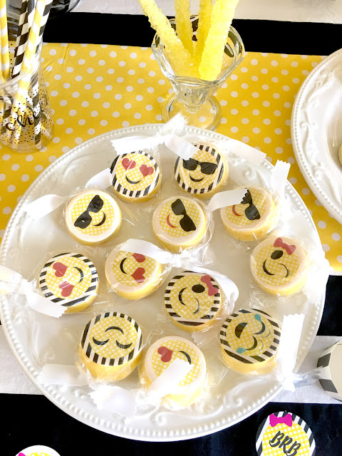 Emoji Themed Birthday Party Oreos via Pretty My Party