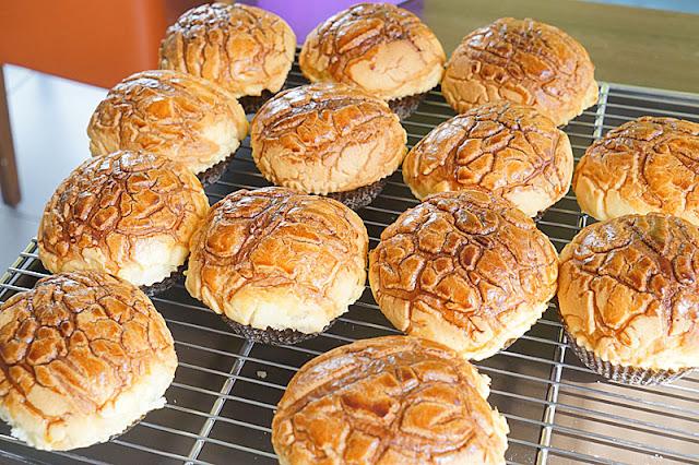DSC06167 - 梧棲麵包店│從騎三輪車擺攤沿街叫賣到開店面的三輪車麵包坊