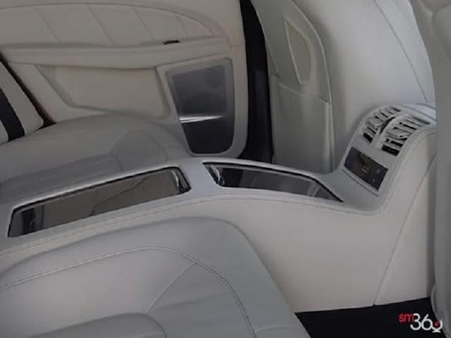 Băng sau Mercedes CLS 400 được thiết kế rộng rãi, thoải mái
