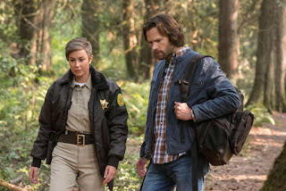 "Kim Rhodes as Sheriff Jody Mills, Jared Padalecki as Sam Winchester in Supernatural 14x03 ""The Scar"""