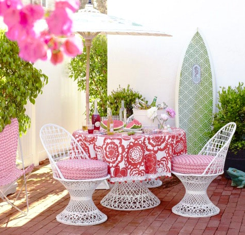 outdoor coastal style dining room