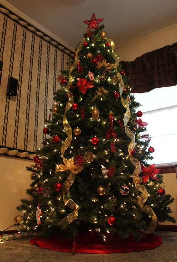 Christmas%2Btree%2Bdecorations%2Bideas%2Bbeautiful%2Band%2Bsimple%2B%252810%2529 - 11 Christmas Tree Decorations Ideas Beautiful and Simple