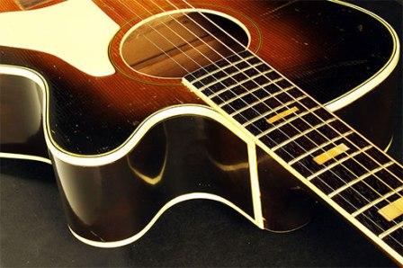 Tips Memilih Gitar Akustik Mantap Tanpa Bikin Dompet Nangis
