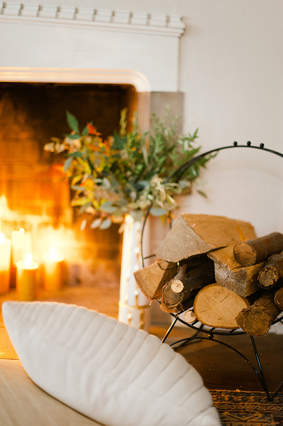 Cozy Christmas fireplace setting | Image by Melissa Oholendt via Wit&Delight.