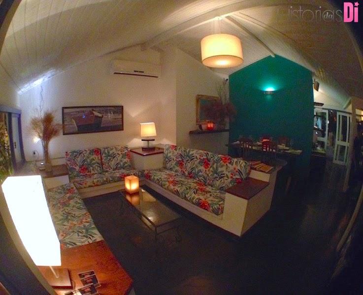 Lindo lounge próximo à entrada