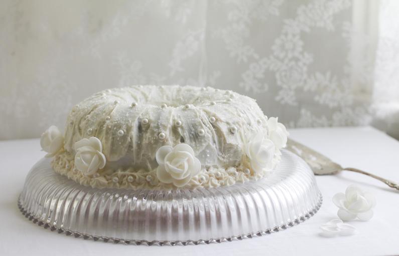 White Almond Wedding Cake.Food Lust People Love Almond Wedding Cake Bundtbakers