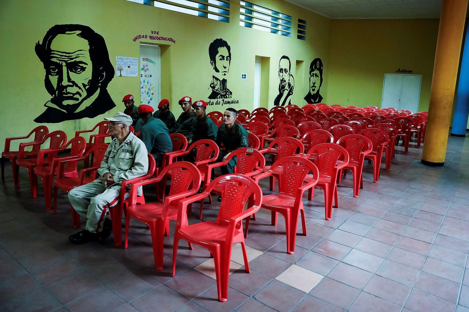 Los recintos electorales contaban con pocas personas hasta el cierre de la votación / INFOBAE