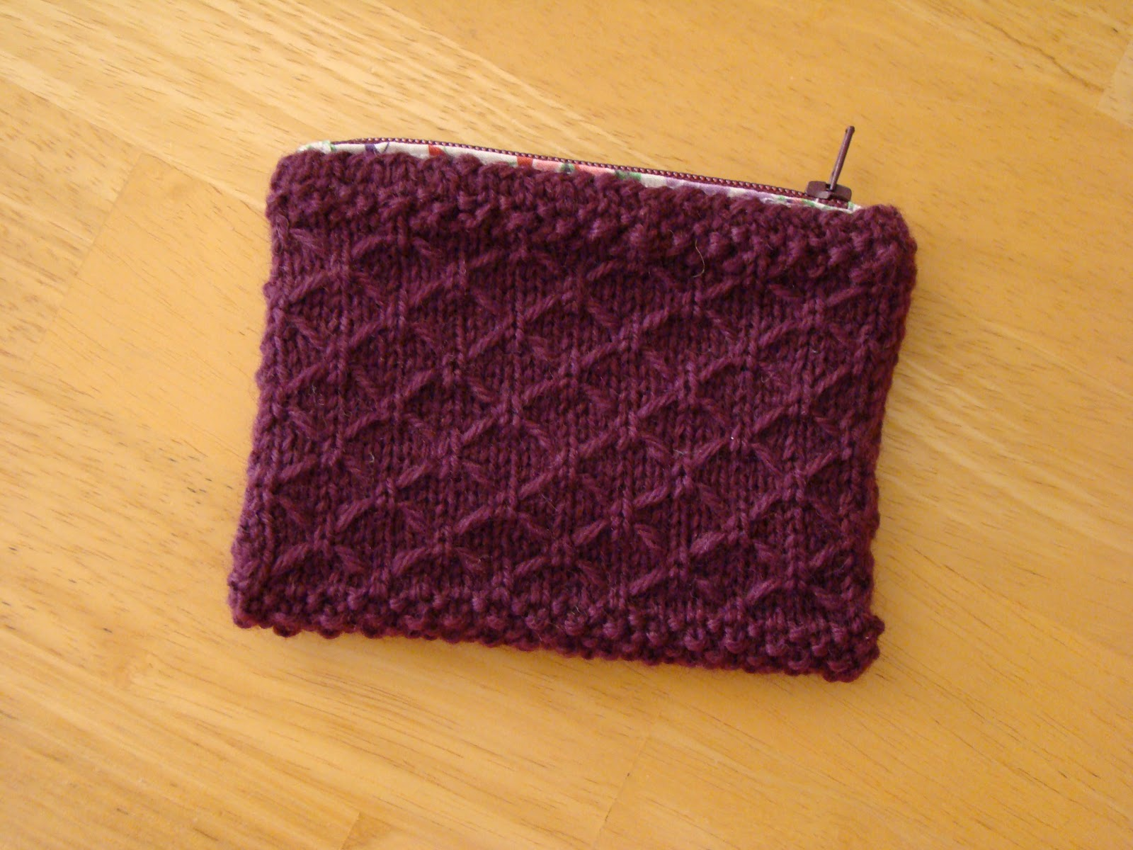 knackful knitter: A knitted coin purse for me