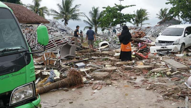 Kondisi, Jalan Raya Carita, Labuan km 12,Pandeglang, Banten setelah di hantam tsunami. tsunami, Banten, Anyer