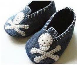 http://manualidadesreciclables.com/13167/molde-para-hacer-unos-zapatitos-de-bebe