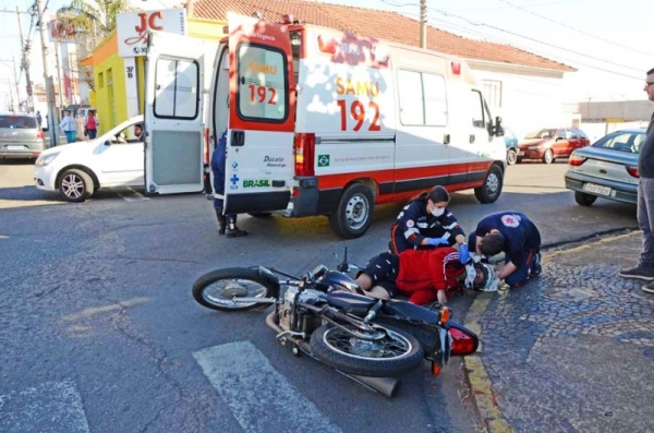 Em 40 minutos, dois acidentes no mesmo trecho na Av Bandeirantes em Mogi-Guaçu