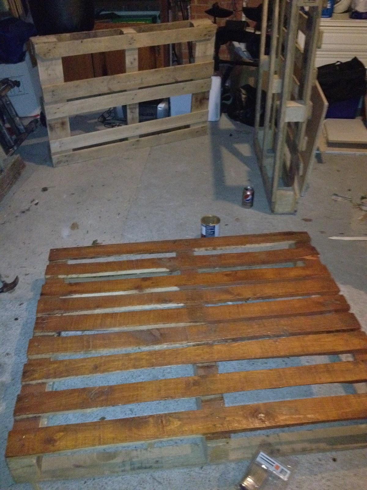 notinabox: DIY Pallet Bed on Pallet Bed Room  id=52187