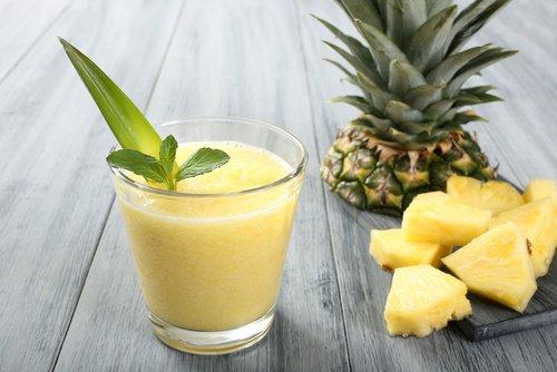 Smoothie de thé vert et d'ananas