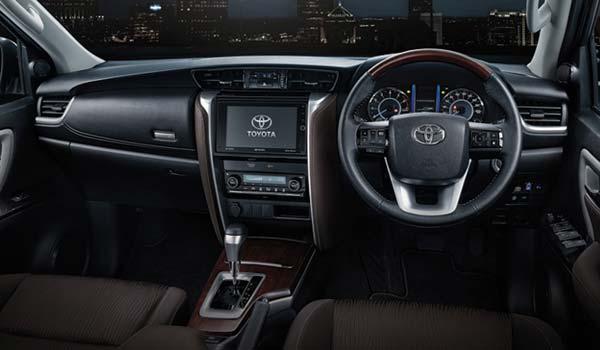 Toyota Fortuner generasi pertama mulai dipasarkan di Indonesia dan negara Asia Tenggara l Toyota All New Fortuner 2019 - Spesifikasi, Performa, Fitur, Konsumsi BBM & Harga