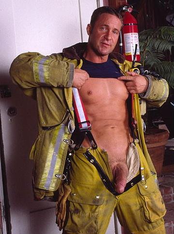 Uniformados desnudos gay
