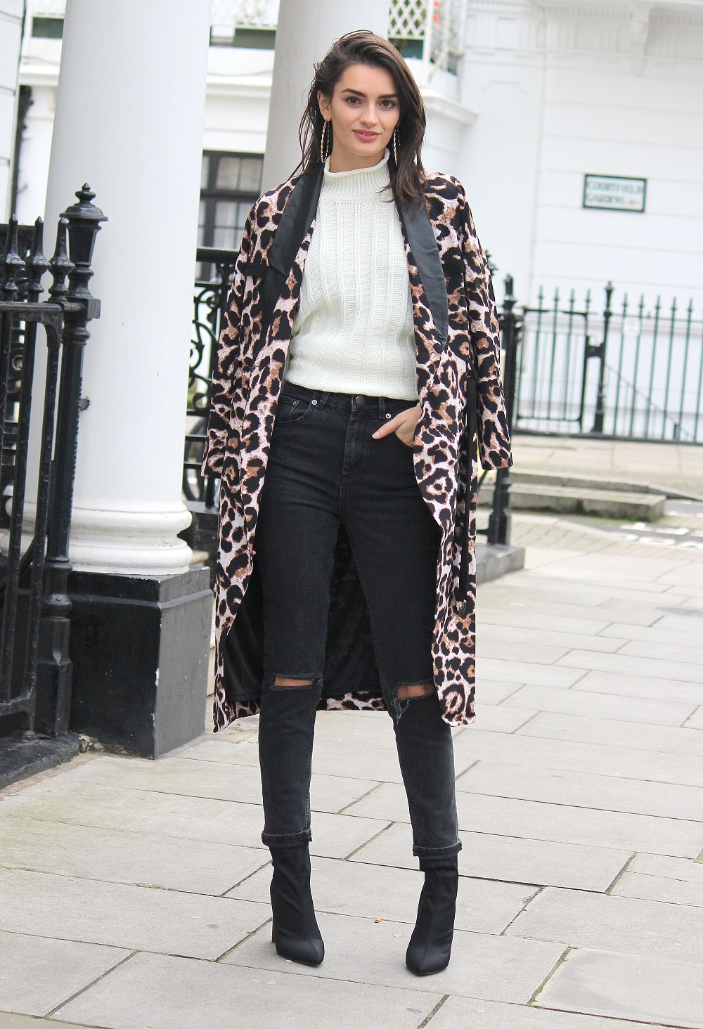 peexo fashion blogger wearing monochrome winter outfit