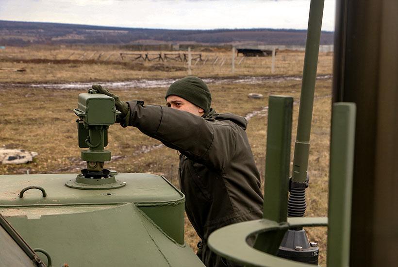 Нацгвардія отримала модернізовані машини управління командира артилерійської батареї