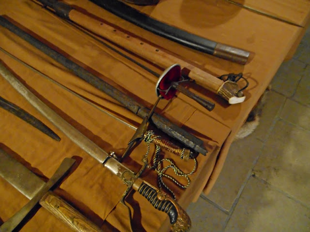 zamek Grodziec, eksponaty, biała broń, szble