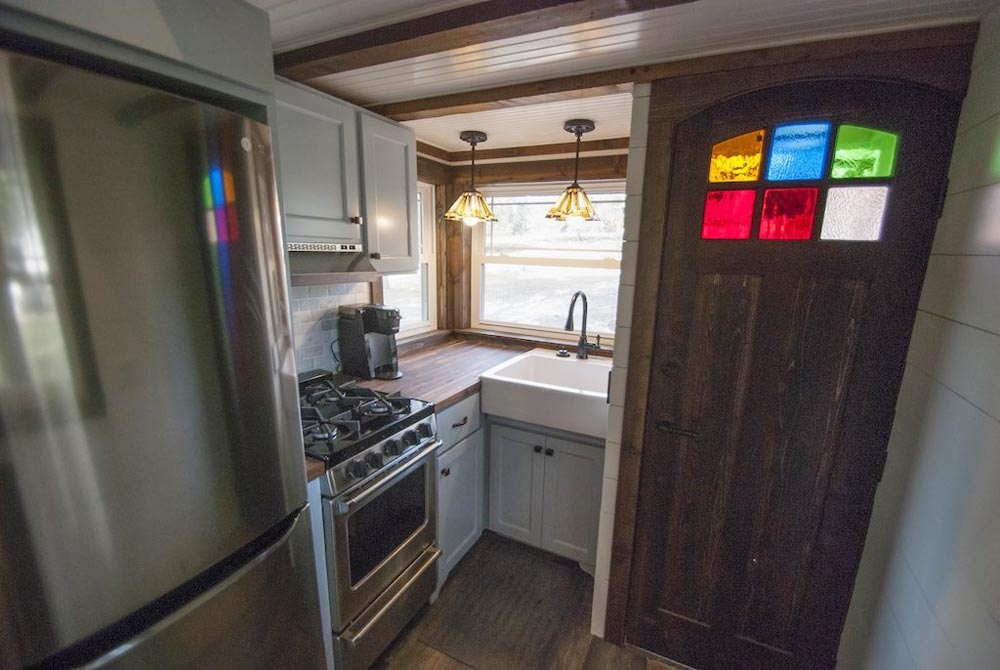 05-Kitchen-Adam-Lehman-Architecture-with-Tiffany-the-Tiny-Home-on-Wheels-www-designstack-co