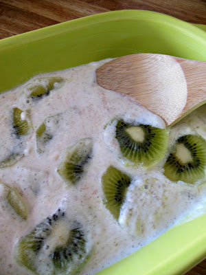 Kiwi Slices in Banana Sour Cream Sauce with Lime, delicious and so healthy.