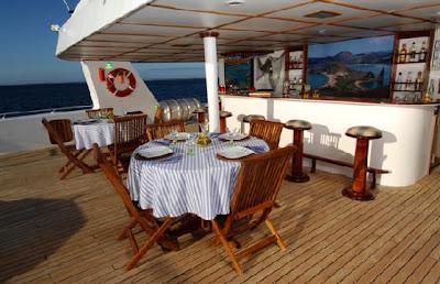 Tours Galápagos Yates de primera clase Crucero Catamarán Journey I