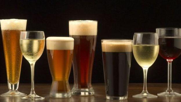 A ressaca é mais forte quando se mistura diferentes tipos de bebidas?