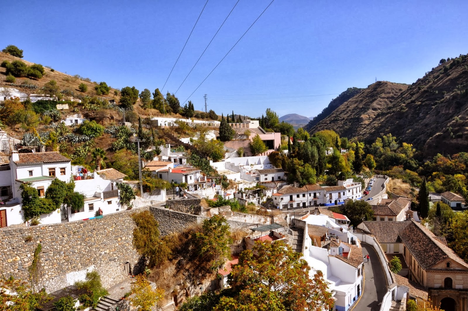 Itchy Feet Adventures: The Caves of Granada in Sacromonte