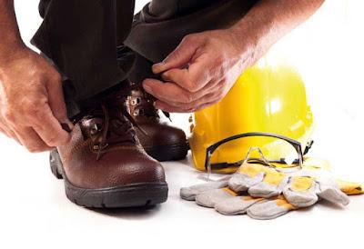 Instalaciones eléctricas residenciales - Usando calzado de protección