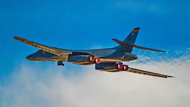 Dos bombarderos de EE.UU. vuelan cerca de la península de Corea